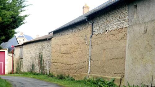 Maison en terre crue