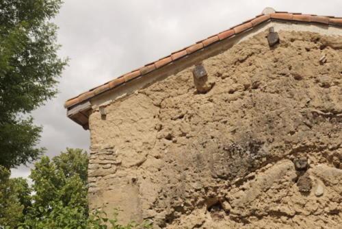 Logis Terra Villa mur en bauge du pignon