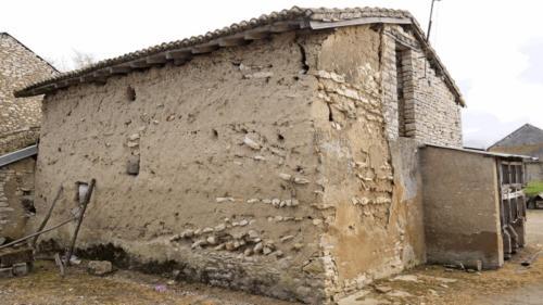 Maison en terre crue chez Jean
